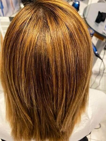 Caschetto di capelli lisci coloro miele e meches
